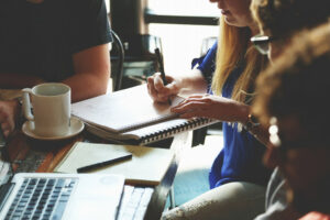 產品經理(PM)與產品行銷經理(PMM)的職責有何不同?